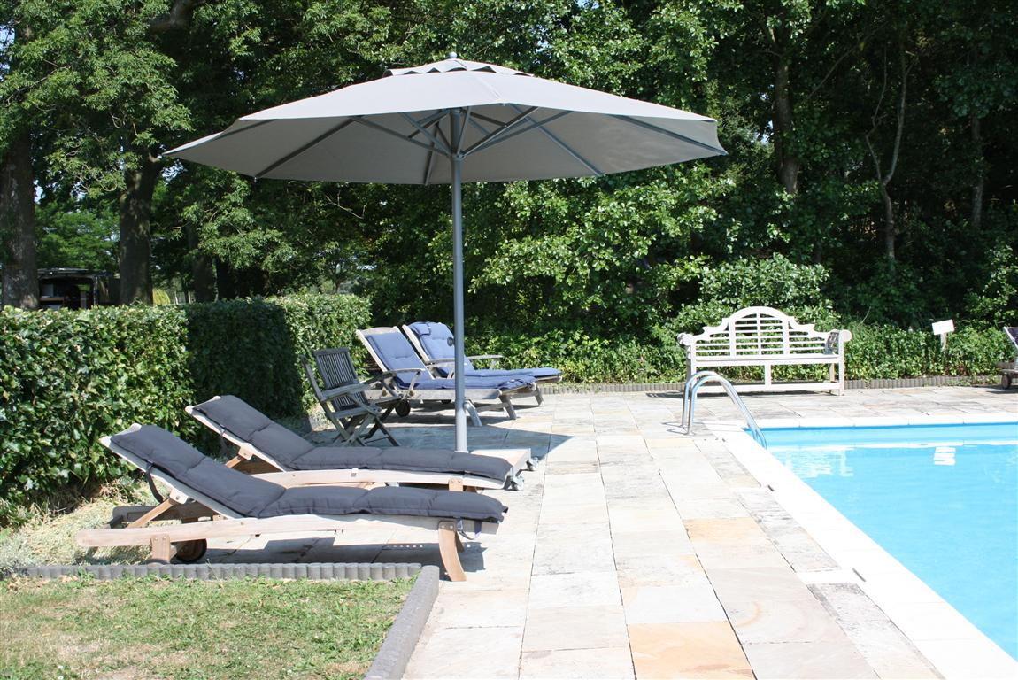 presto-parasol-hotel-legemeer-1